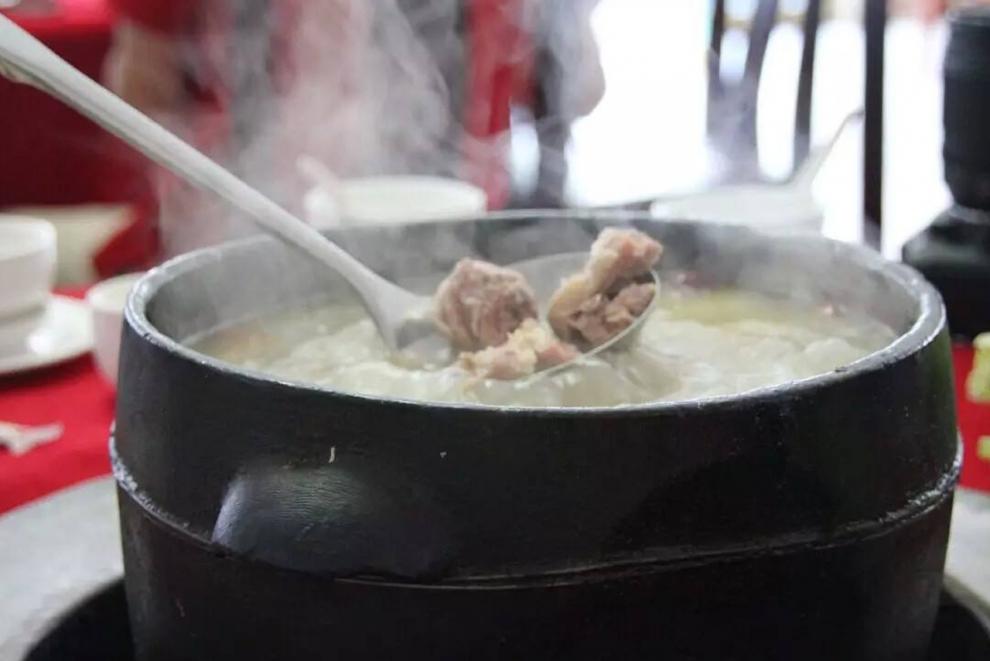 鲁朗石锅鸡2